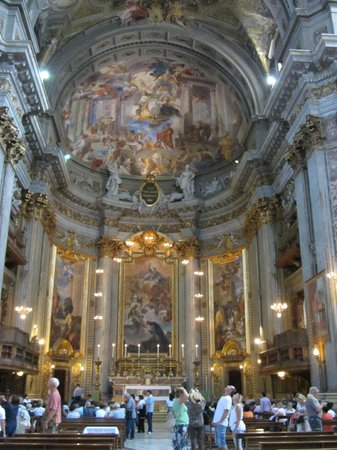 Chiesa di Sant'Ignazio di Loyola: Preparations for the holy Mass