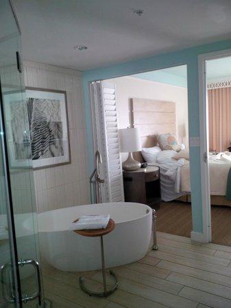 Omni Amelia Island Plantation Resort: Bedroom/Bathroom