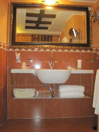 Hotel Manfredi Suite in Rome : bagno in marmo