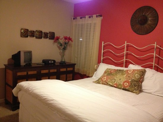 The Villas at Koru Village: Fire Villa bedroom 1