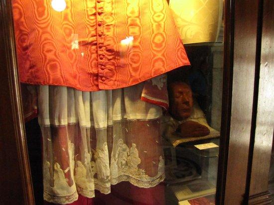 Chiesa di Santa Maria presso San Celso: paramenti Card Schuster