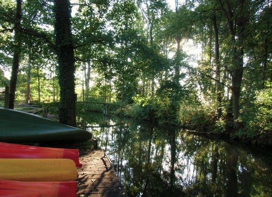 Ferienappartements Am Spreewaldfliess: Garten mit Spreefliess