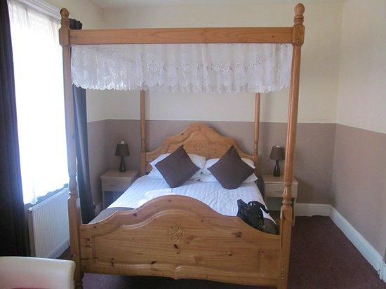 Aberford Hotel: bedroom