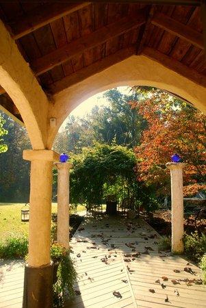Bella La Vita Inn: A Tuscan-inspired Inn...right down to the stunning back patio & yard