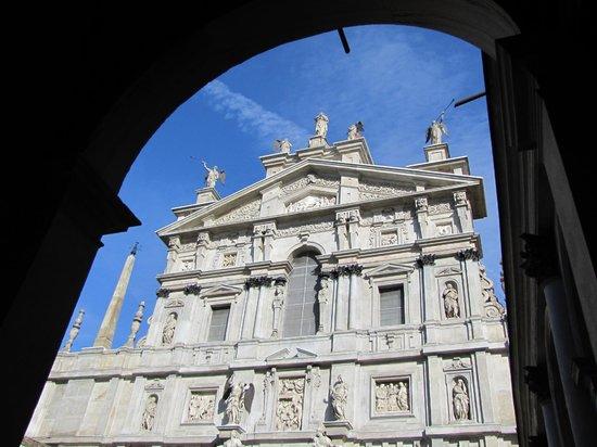Chiesa di Santa Maria presso San Celso: facciata