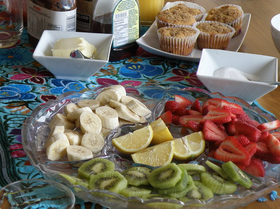 Riverview B&B: raspberry and white chocolate muffins with fresh fruit and crepes!