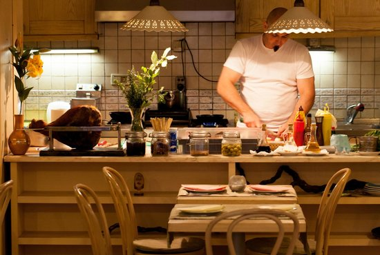 Lucin Kantun: Chef and his charming open kitchen