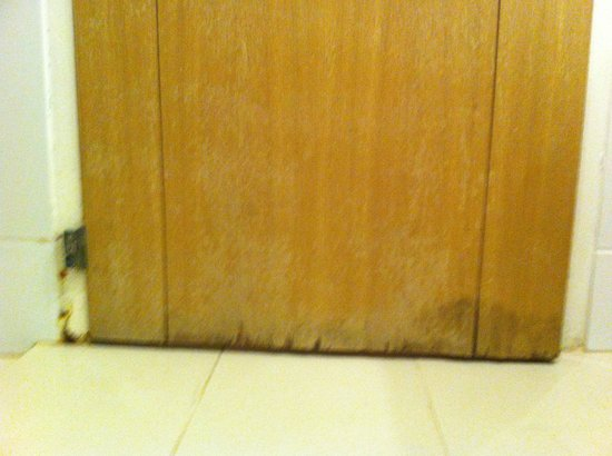 Club Med Palmiye: How does the bathroom door look of a 2 trident room?