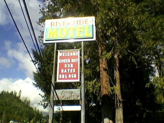 Riverside Lodge Motel : Riverside Sign
