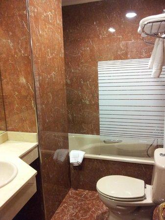 Hotel Rua: Bathroom