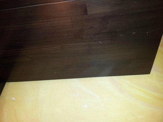 Hotel Rua: Paredes desconchadas /Peeling walls