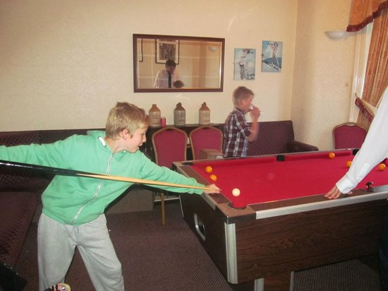 Aberford Hotel: pool room