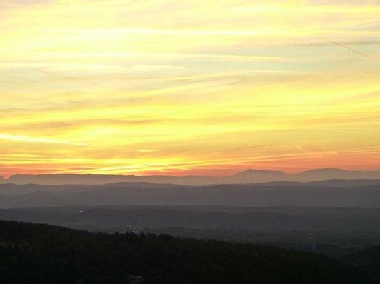 Auberge de la Tour de Brison : Sunrise over the Alps: from bed!