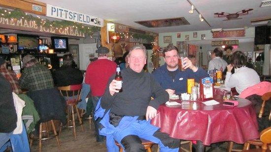302 West Smokehouse & Tavern: Friends of mine having fun