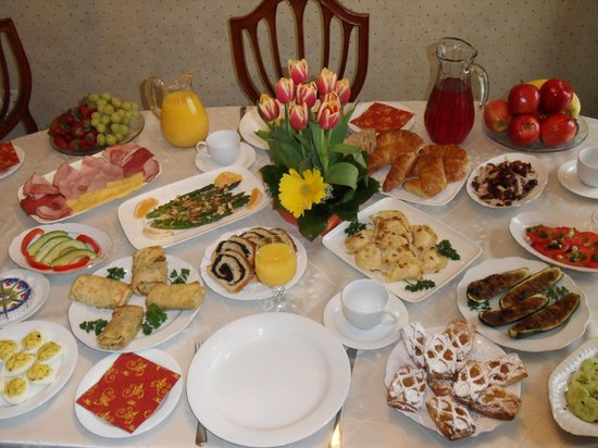 Yolanta's B&B: Brunch Style Breakfast