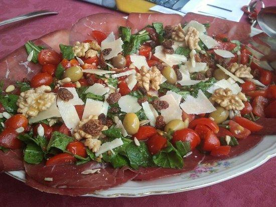 La Taverna dell'Artista: Bresaola con rucula, cherrys y frutos secos!!!! Ummmm!!!!