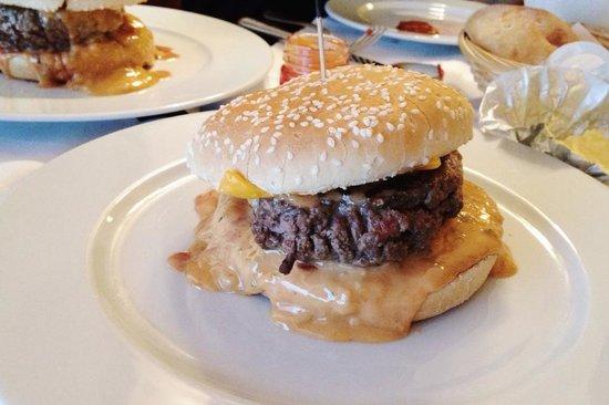 Le Castiglione : The 24 euro burger (with fries)