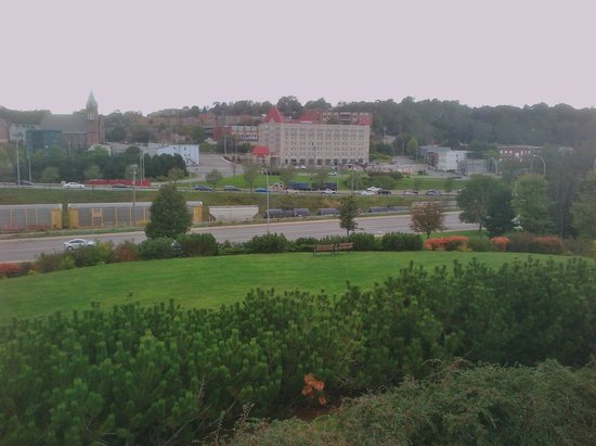 Chateau Saint John: Hotel viewed from other side of route 1