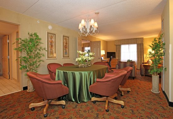 Holiday Inn Chicago-Tinley Park-Convention Center: Two-Room Parlor Suite