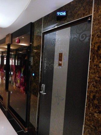Wa Motel: hallway to the rooms