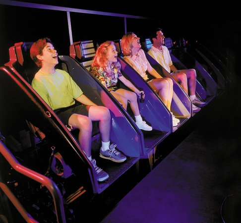 Ripley's 5D Moving Theater : family having fun