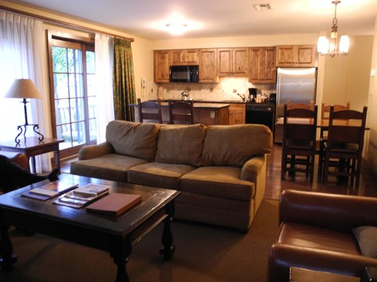 Teton Mountain Lodge & Spa - A Noble House Resort: Living/Dining/Kitchen in ground-floor suite