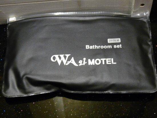Wa Motel: bathroom set