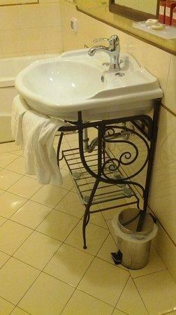 Dimora Degli Dei: Ванная комната приятно удивила