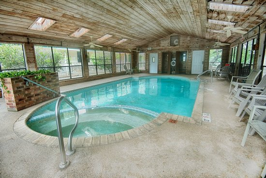 Yogi Bear's Jellystone Park Camp-Resort Hill Country : Indoor Pool