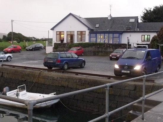 Linnane's Lobster Bar : autre vue du port