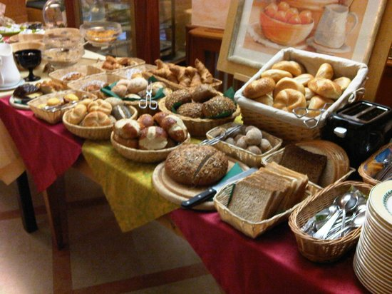 Parkhotel Bad Faulenbach: Cornucopia of breads