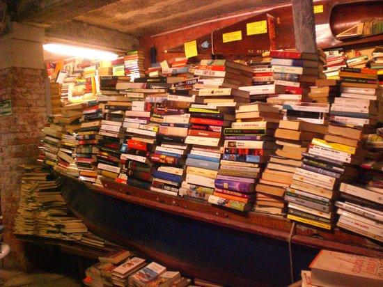 Libreria Acqua Alta: vue de la librairie de l'acqua alta