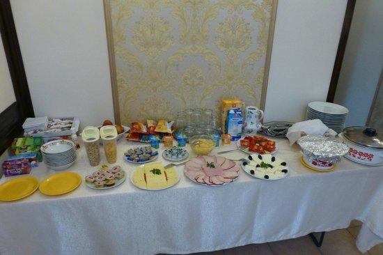 Villa Alice: Breakfast