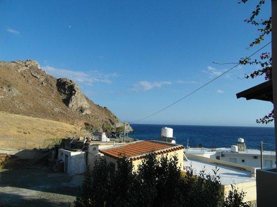 Villa Tsapakis: Side sea view