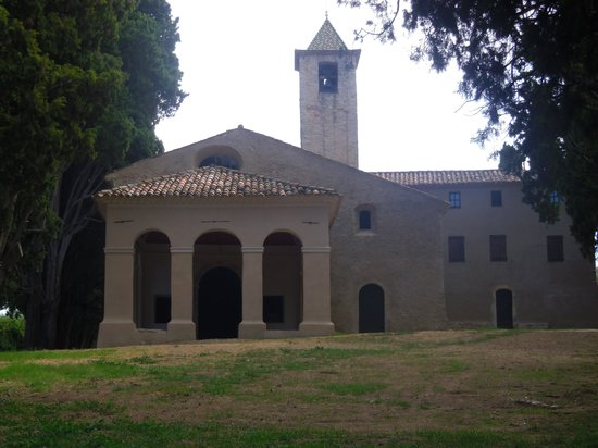 Le Club Mougins : Chapel painted by Churchill