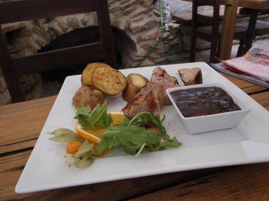 Udirna: Pork sirloin, plum sauce, baked potatoes, rocket salad