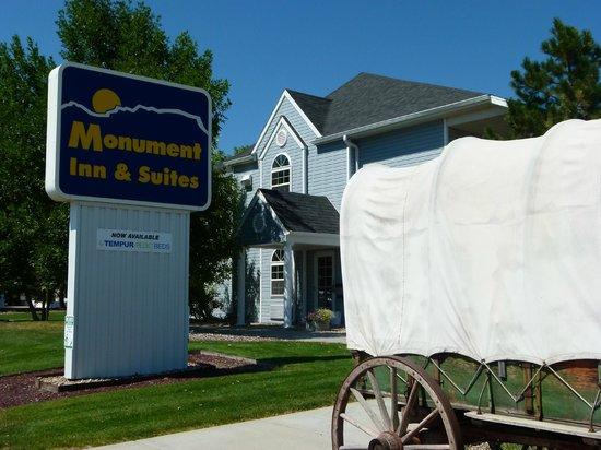 Monument Inn & Suites: the hotel