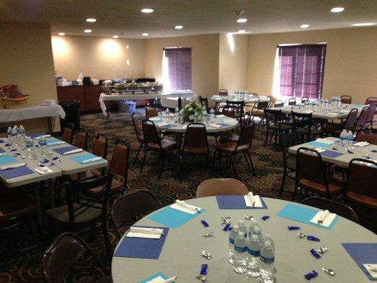Cobblestone Hotel & Suites: Banquet Room
