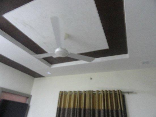Yashraj- The Boutique Hotel: Inside Room-2