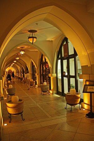 Elysium Hotel: холл