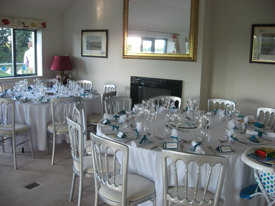 Manor Hill House: dining room