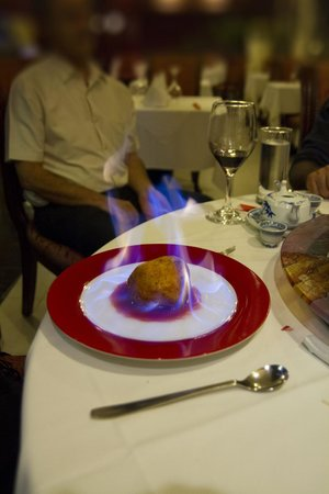 Xiang Gong Chinese Restaurant: ice cream on flames!
