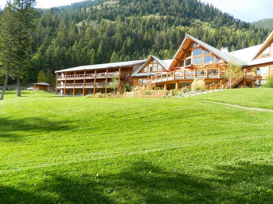 Tyax Lodge & Heliskiing: Tyax resort from the lake shore