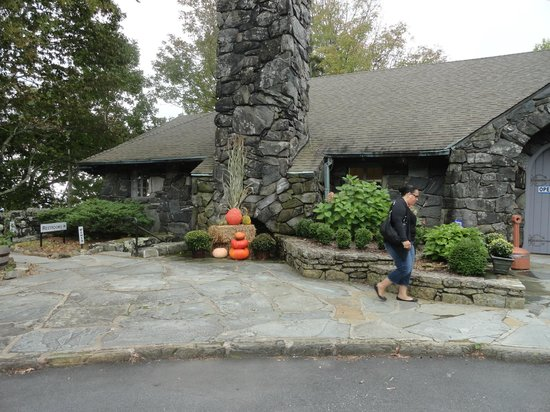 The Blowing Rock: As you enter
