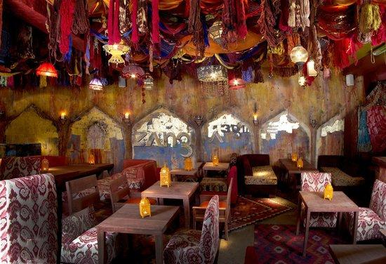 Zanzibar Underground: salon rojo