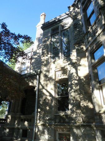 Shakespeare Chateau Bed & Breakfast: Beautiful architecture!