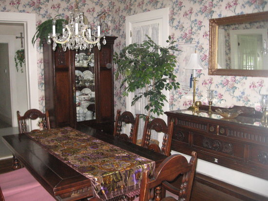 Alice's Dowry Bed & Breakfast : Dining room