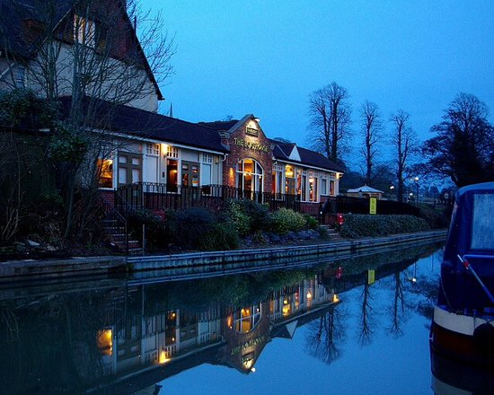 Daventry, UK: The Boathouse Braunston