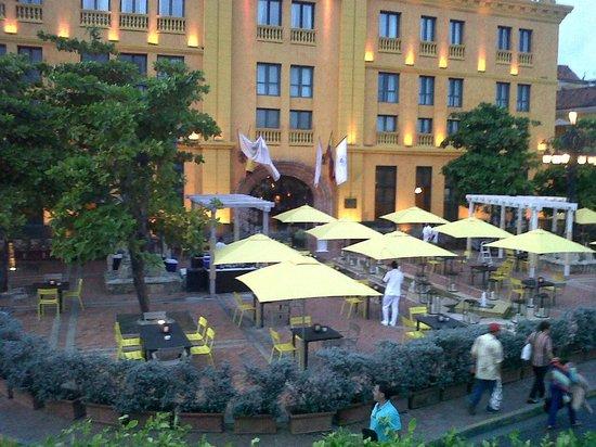 Charleston Cartagena Hotel Santa Teresa: vista del restaurante en la zona exterior