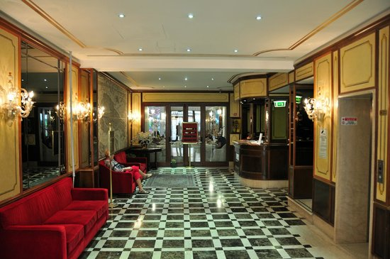Amadeus Hotel: Reception area
